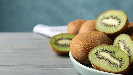 Tudo sobre o kiwi, uma fruta laxante